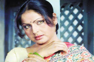 PHOTOS: Remember yesteryear actress Rakhee? Her latest PICS playing Holi with husband Gulzar will leave you JAW-DROPPED!