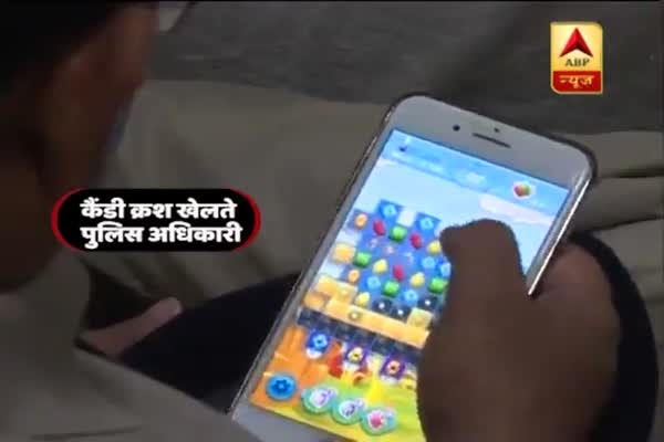 Patna police officers caught playing candy crush and using social media during DGP speech