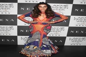 In Graphics: लैक्मे फैशन वीक में चित्रांगदा सिंह ने रैंप पर हॉटनेस से लगाई आग, देखें तस्वीरें