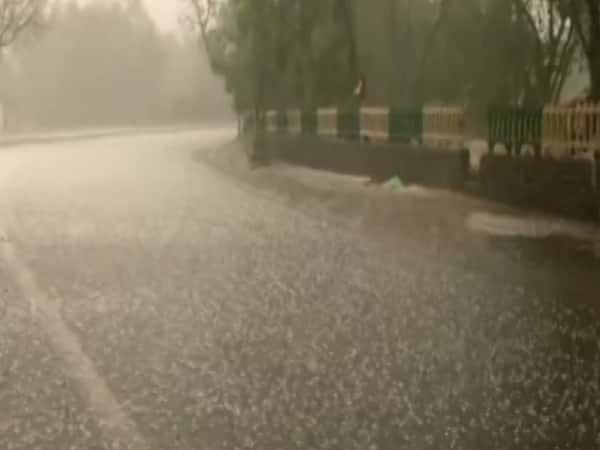 Heavy rain and hailstorm hit parts of Delhi